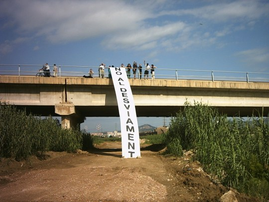 15 de setembre del 2004: protestes quan es va connectar la nova desembocadura del riu Llobregat (Font: Indymedia)